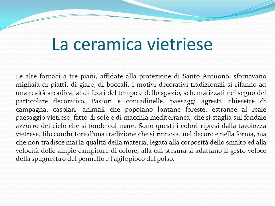 La ceramica vietriese Le alte fornaci a tre piani, affidate alla protezione di Santo Antuono, sfornavano migliaia di piatti, di giare, di boccali. I m