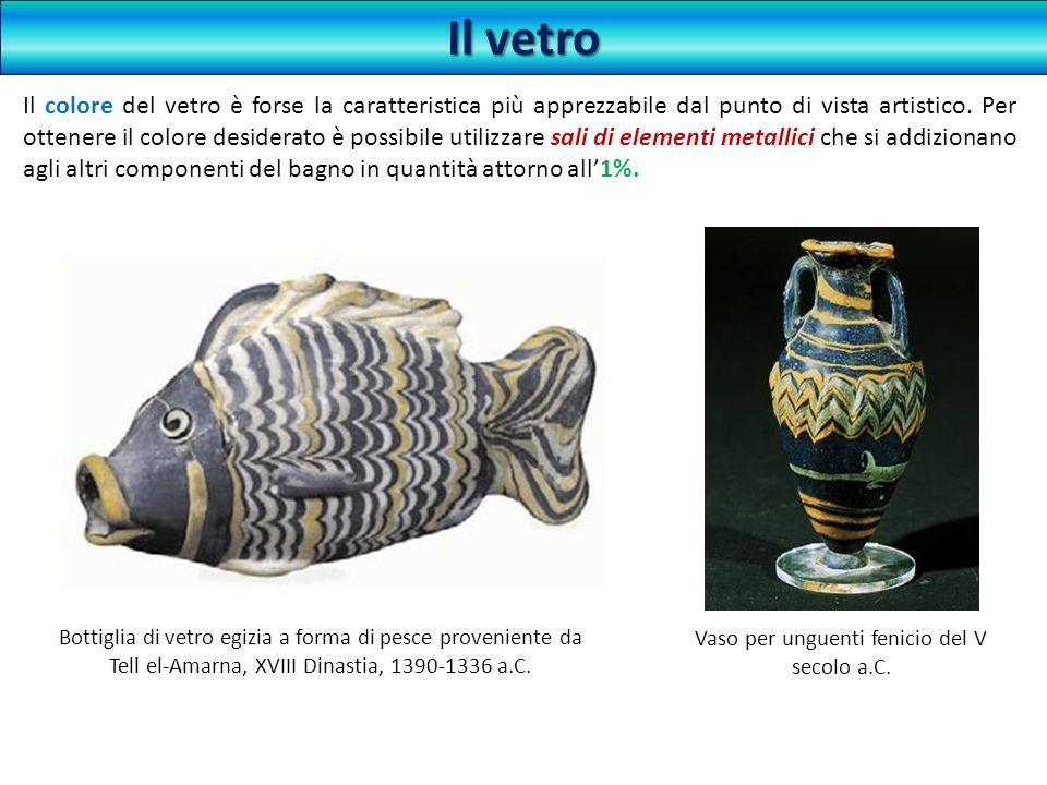 Il vetro Bottiglia di vetro egizia a forma di pesce proveniente da Tell el-Amarna, XVIII Dinastia, 1390-1336 a.C. Il colore del vetro è forse la carat