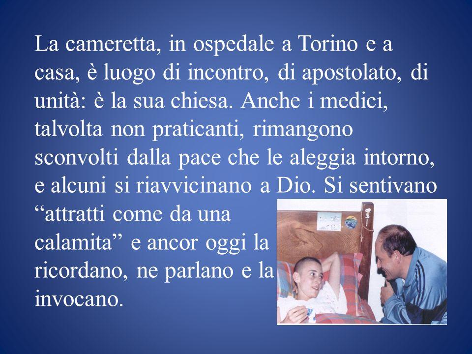 La cameretta, in ospedale a Torino e a casa, è luogo di incontro, di apostolato, di unità: è la sua chiesa. Anche i medici, talvolta non praticanti, r