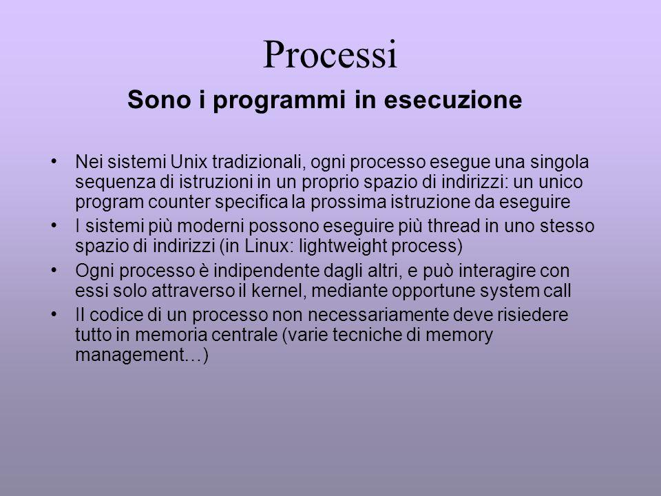 Processi Sono i programmi in esecuzione Nei sistemi Unix tradizionali, ogni processo esegue una singola sequenza di istruzioni in un proprio spazio di