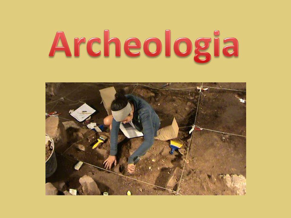 La parola archeologia deriva dal greco ρχαιολογία, composto dalle parole ρχα ος (archeios) antico , e Λόγος (logos) discorso o studio.