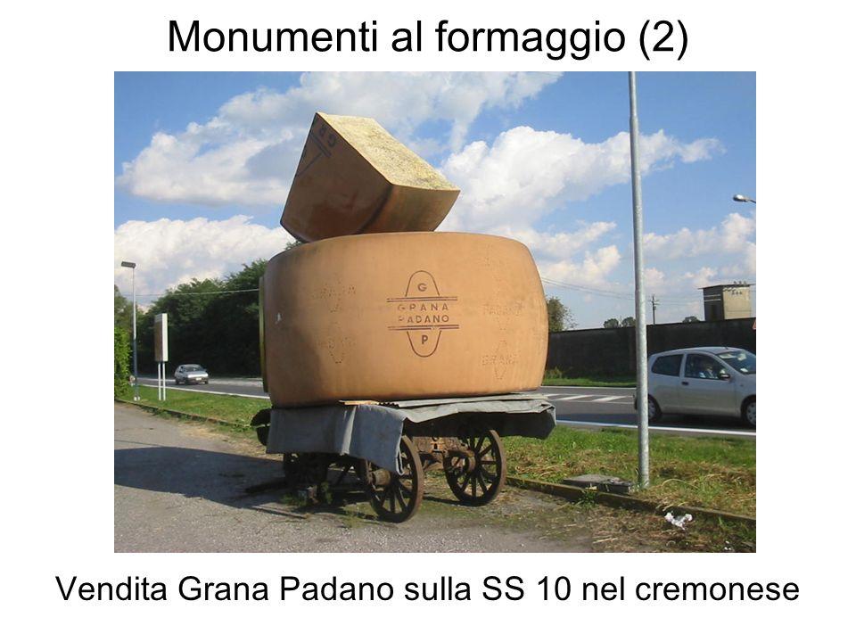 Monumenti al formaggio (2) Vendita Grana Padano sulla SS 10 nel cremonese