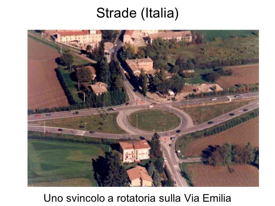 Strade (Italia) Uno svincolo a rotatoria sulla Via Emilia