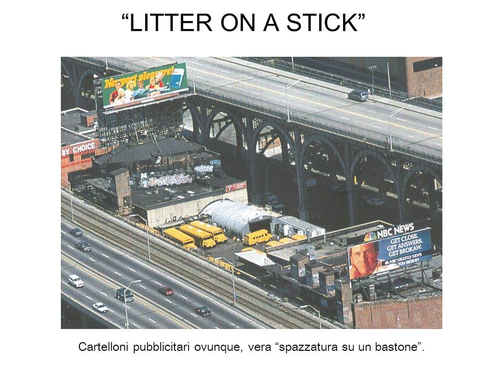 LITTER ON A STICK Cartelloni pubblicitari ovunque, vera spazzatura su un bastone.
