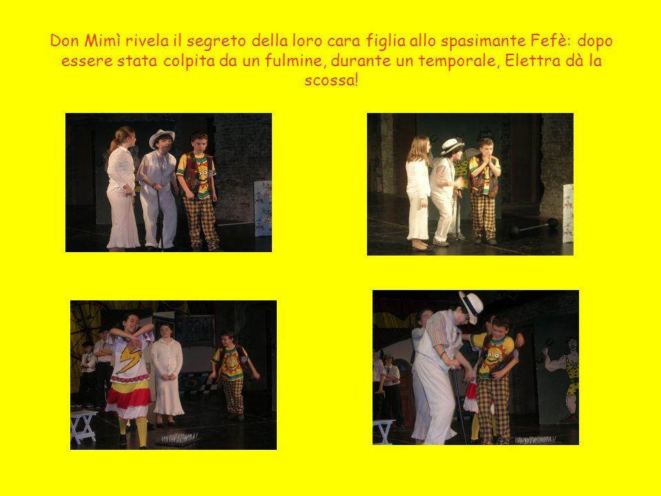 Fefè chiede la mano della sua innamorata al padre don Mimì, accompagnato dalla moglie donna Mimma e scortato dai tre guappi