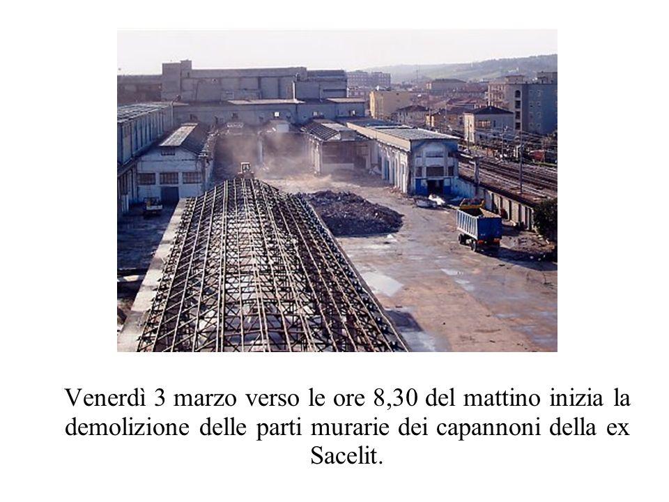 Venerdì 3 marzo verso le ore 8,30 del mattino inizia la demolizione delle parti murarie dei capannoni della ex Sacelit.