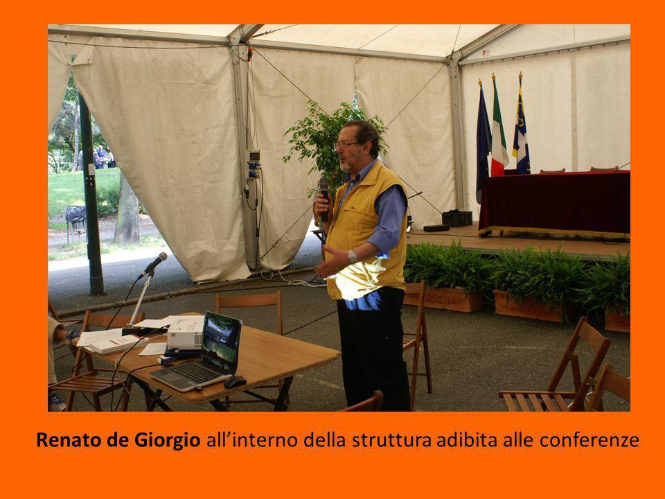 Renato de Giorgio allinterno della struttura adibita alle conferenze