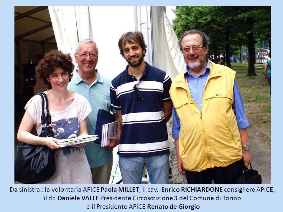 Da sinistra.: la volontaria APiCE Paola MILLET, il cav. Enrico RICHIARDONE consigliere APiCE, il dr. Daniele VALLE Presidente Circoscrizione 3 del Com