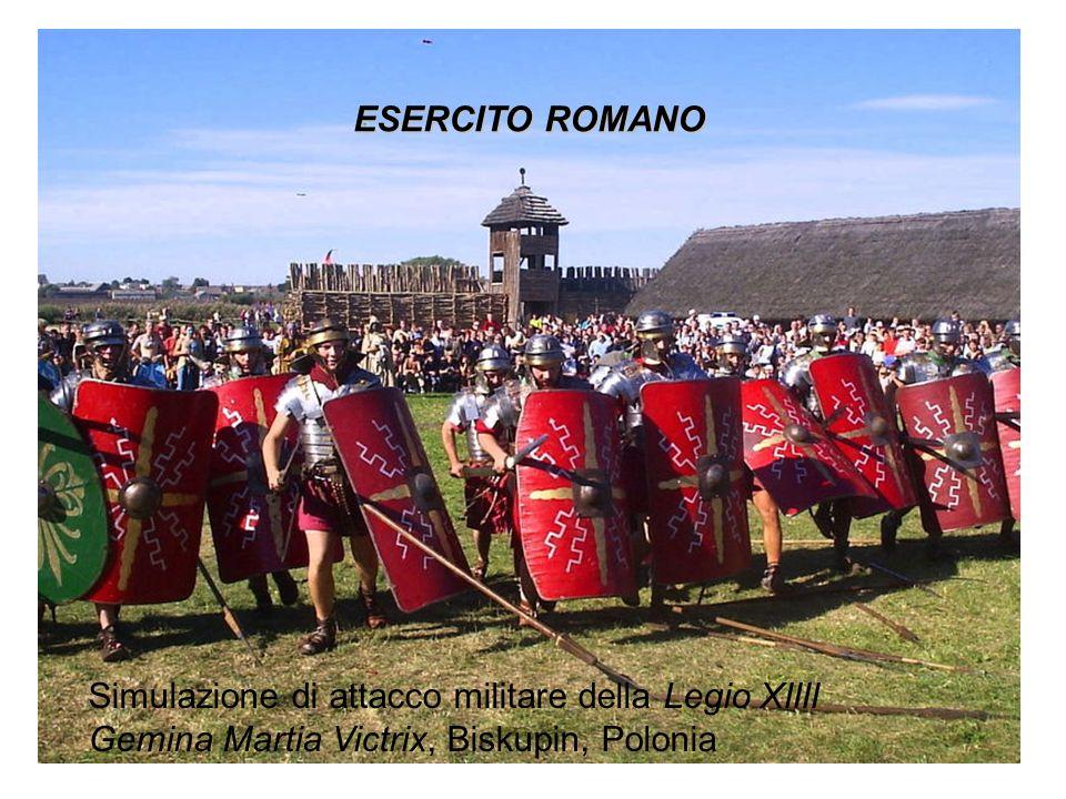 ESERCITO ROMANO Simulazione di attacco militare della Legio XIIII Gemina Martia Victrix, Biskupin, Polonia