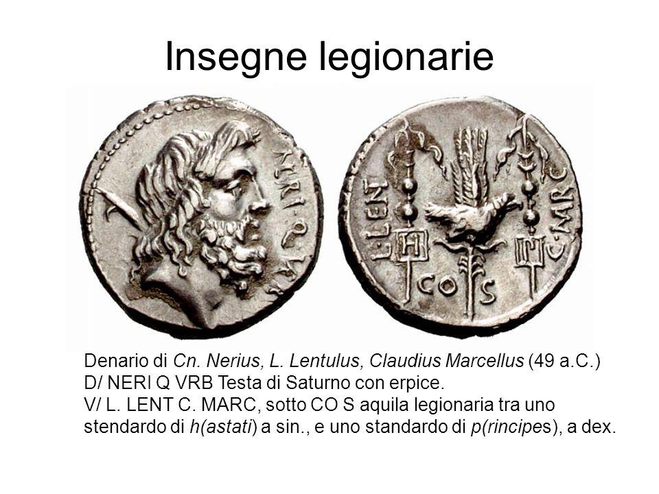 Insegne legionarie Denario di Cn. Nerius, L. Lentulus, Claudius Marcellus (49 a.C.) D/ NERI Q VRB Testa di Saturno con erpice. V/ L. LENT C. MARC, sot