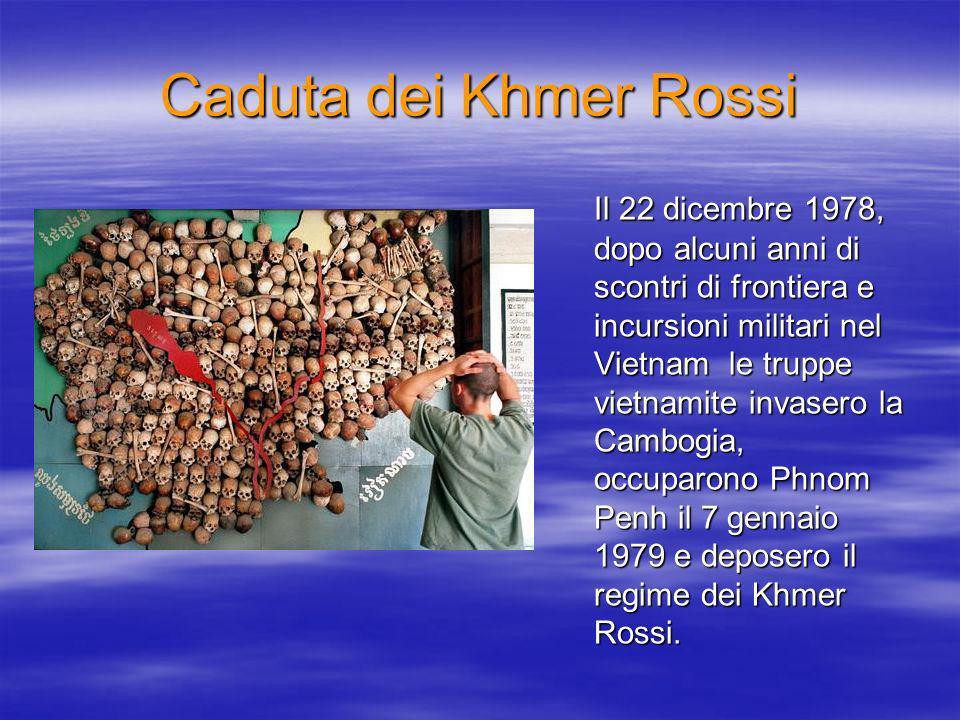 Caduta dei Khmer Rossi Il 22 dicembre 1978, dopo alcuni anni di scontri di frontiera e incursioni militari nel Vietnam le truppe vietnamite invasero la Cambogia, occuparono Phnom Penh il 7 gennaio 1979 e deposero il regime dei Khmer Rossi.