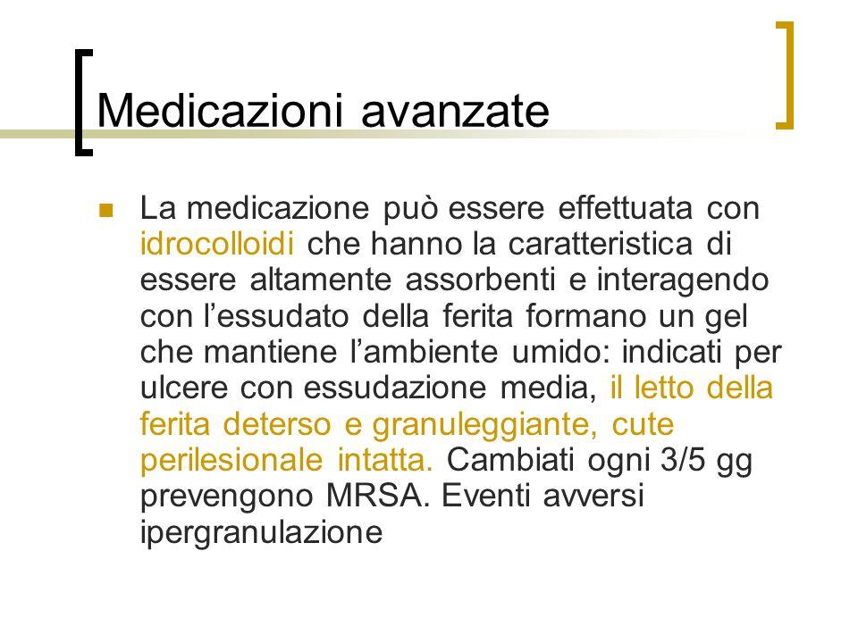 Medicazioni avanzate La medicazione può essere effettuata con idrocolloidi che hanno la caratteristica di essere altamente assorbenti e interagendo co