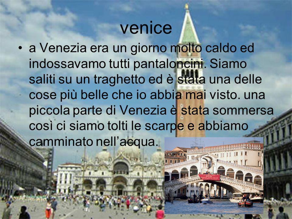 venice a Venezia era un giorno molto caldo ed indossavamo tutti pantaloncini.