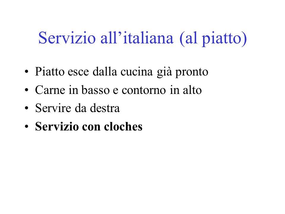Servizio allitaliana (al piatto) Piatto esce dalla cucina già pronto Carne in basso e contorno in alto Servire da destra Servizio con cloches