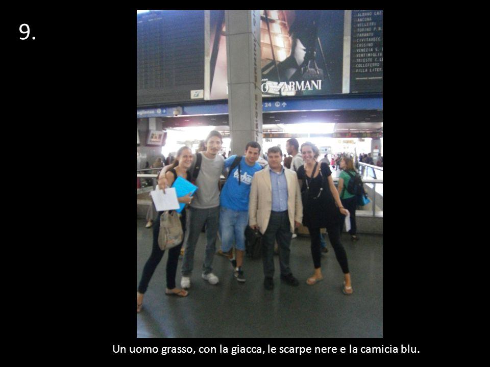 Un uomo grasso, con la giacca, le scarpe nere e la camicia blu. 9. 1