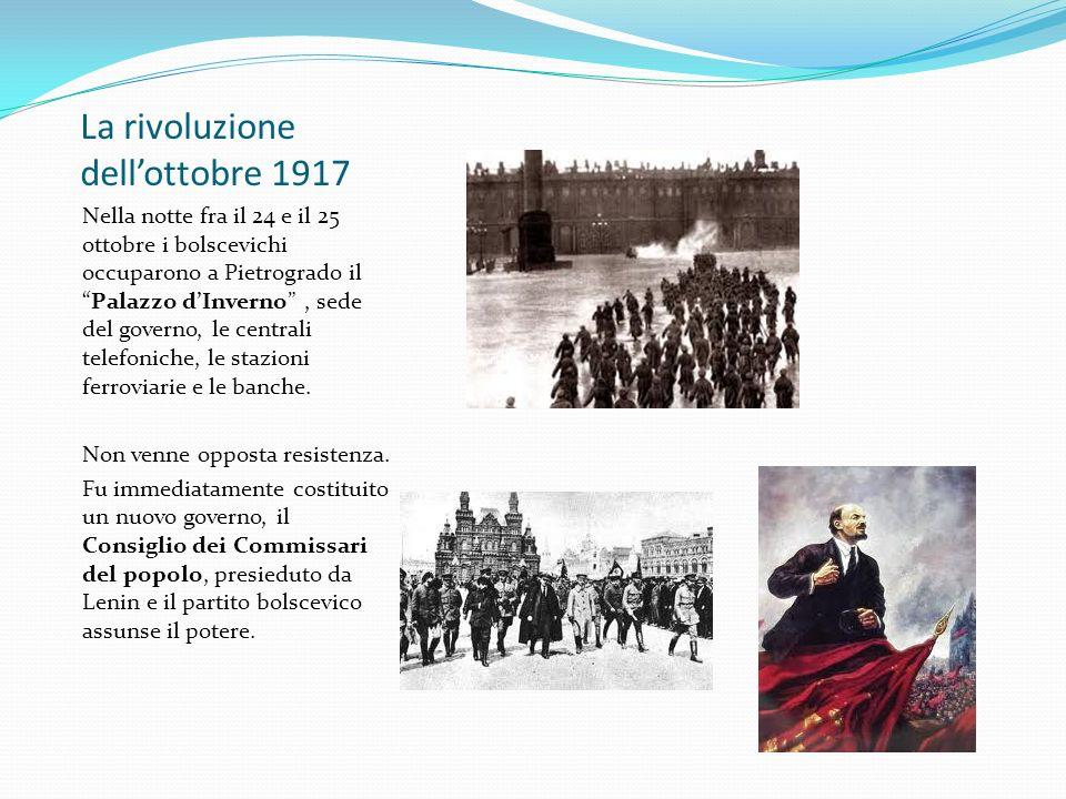 La rivoluzione dellottobre 1917 Nella notte fra il 24 e il 25 ottobre i bolscevichi occuparono a Pietrogrado ilPalazzo dInverno, sede del governo, le