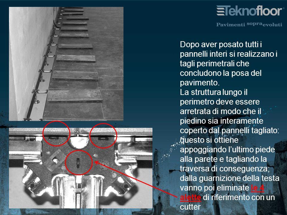 Dopo aver posato tutti i pannelli interi si realizzano i tagli perimetrali che concludono la posa del pavimento. La struttura lungo il perimetro deve