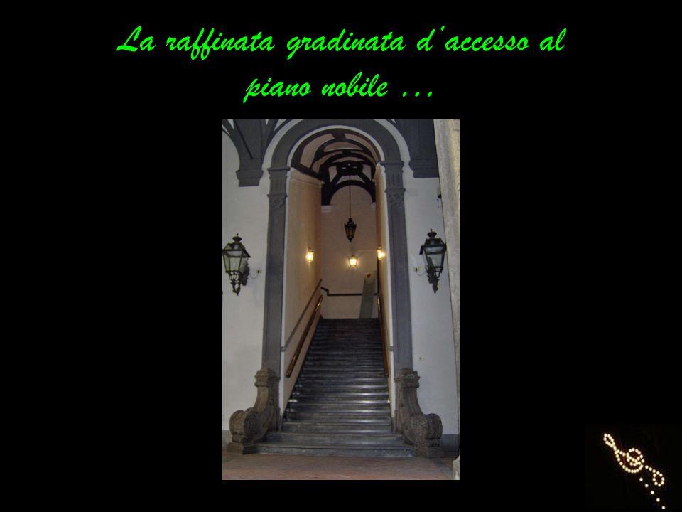 La raffinata gradinata daccesso al piano nobile …