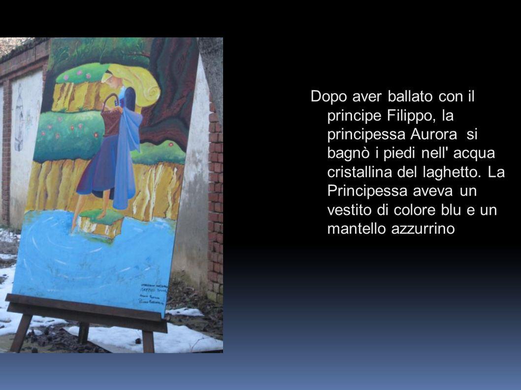 Dopo aver ballato con il principe Filippo, la principessa Aurora si bagnò i piedi nell' acqua cristallina del laghetto. La Principessa aveva un vestit