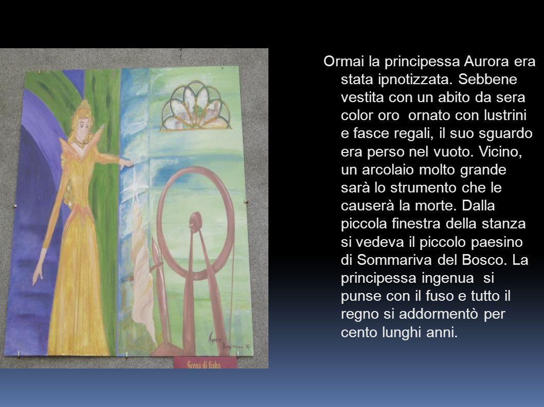 Ormai la principessa Aurora era stata ipnotizzata. Sebbene vestita con un abito da sera color oro ornato con lustrini e fasce regali, il suo sguardo e