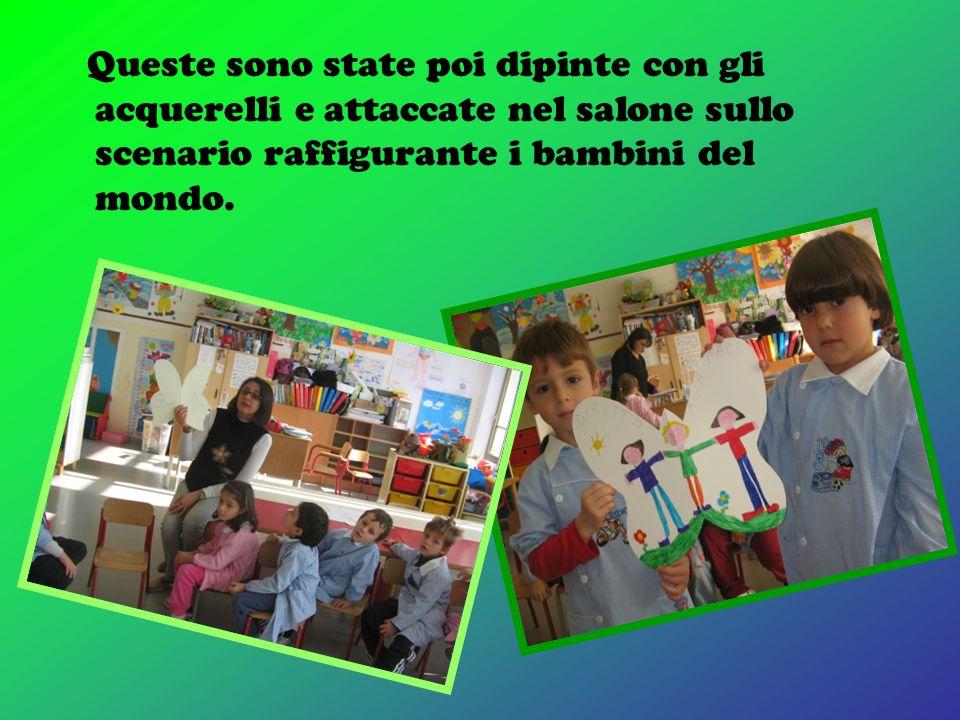 salone della scuola sullo sfondo dei bambini del mondo che fanno un girotondo.