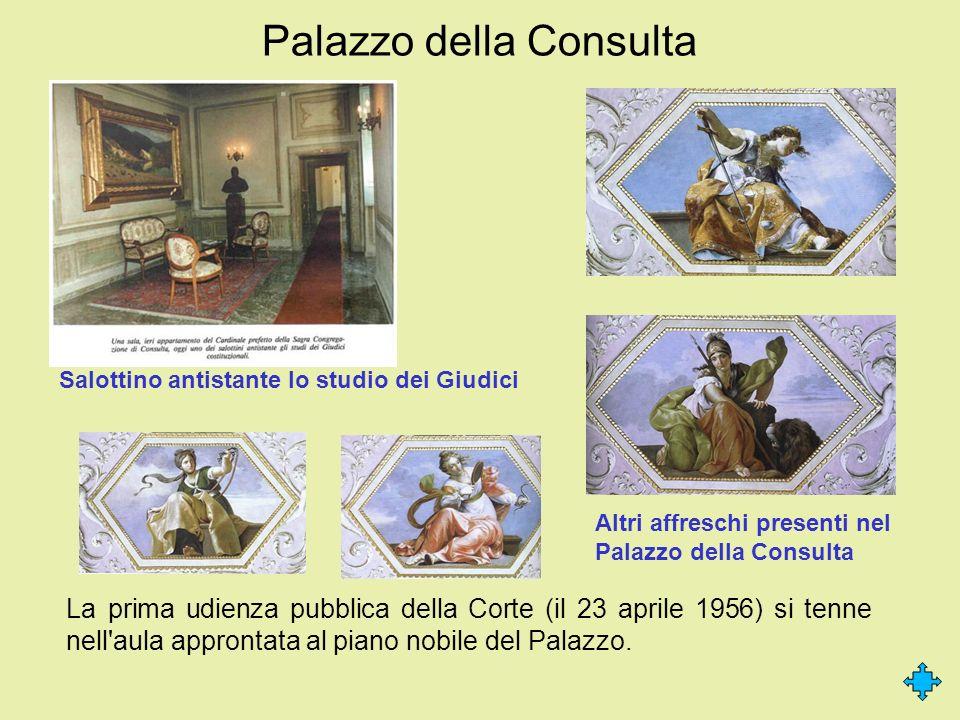 Palazzo della Consulta La prima udienza pubblica della Corte (il 23 aprile 1956) si tenne nell'aula approntata al piano nobile del Palazzo. Salottino