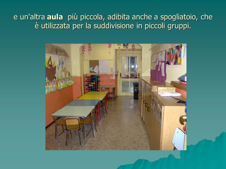 e un'altra aula più piccola, adibita anche a spogliatoio, che è utilizzata per la suddivisione in piccoli gruppi.