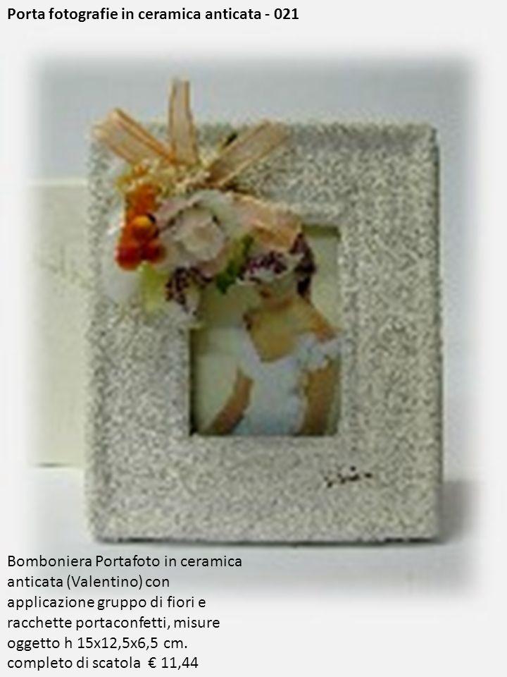 Porta fotografie in ceramica anticata - 021 Bomboniera Portafoto in ceramica anticata (Valentino) con applicazione gruppo di fiori e racchette portaco