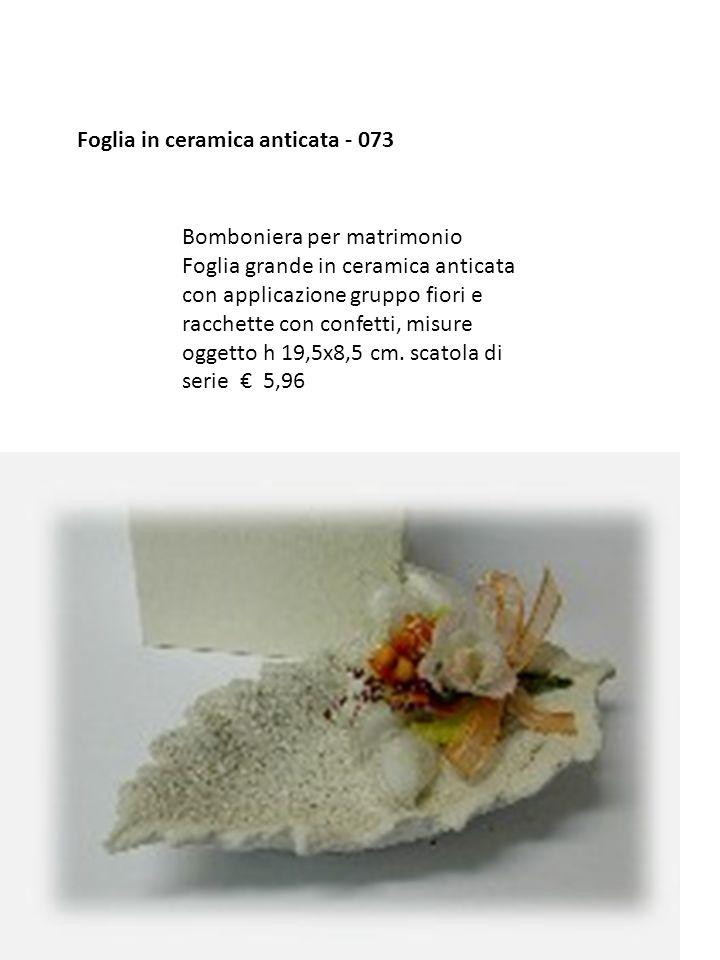 Foglia in ceramica anticata - 073 Bomboniera per matrimonio Foglia grande in ceramica anticata con applicazione gruppo fiori e racchette con confetti,