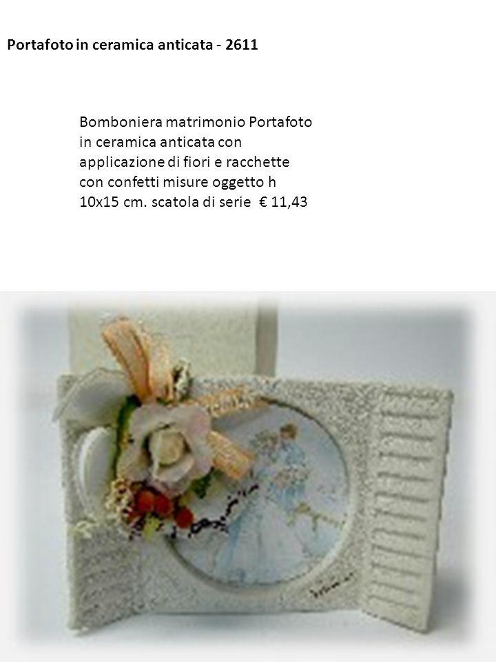 Portafoto in ceramica anticata - 2611 Bomboniera matrimonio Portafoto in ceramica anticata con applicazione di fiori e racchette con confetti misure o