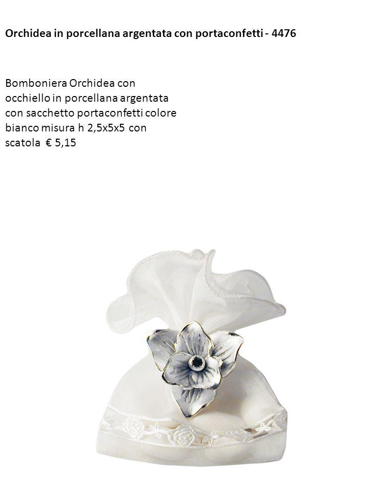 Orchidea in porcellana argentata con portaconfetti - 4476 Bomboniera Orchidea con occhiello in porcellana argentata con sacchetto portaconfetti colore