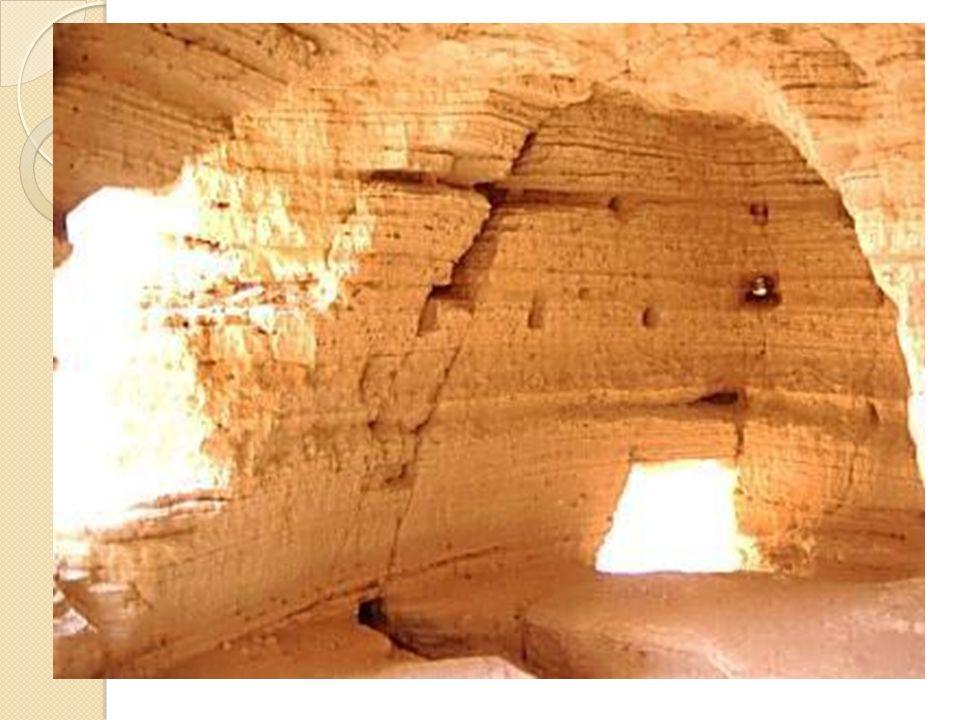 Gli esseni. Gli appartenenti a questo gruppo costituivano la setta dei puri. Avevano abbandonato Gerusalemme e il Tempio, contaminati da comportamenti