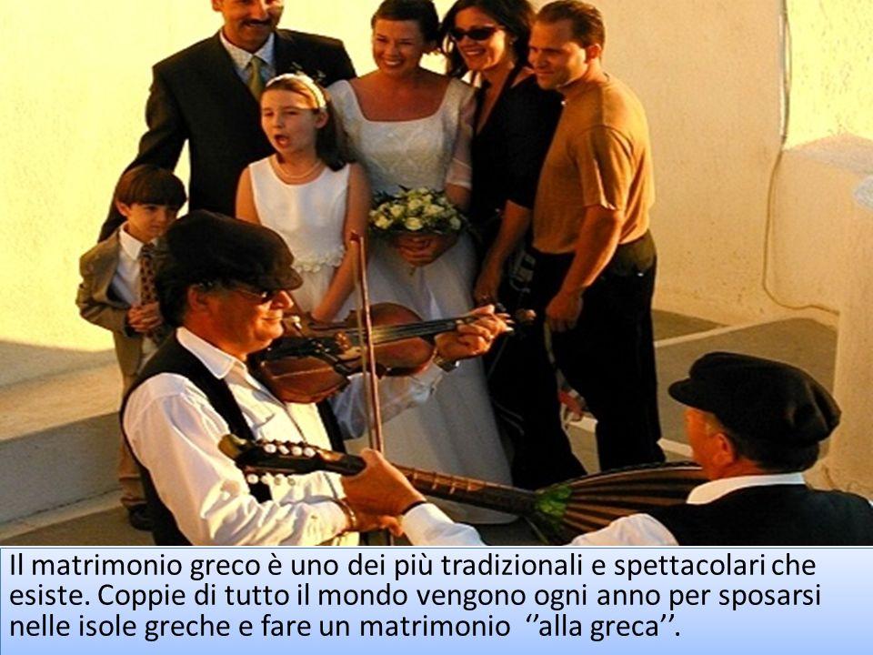Il matrimonio greco è uno dei più tradizionali e spettacolari che esiste. Coppie di tutto il mondo vengono ogni anno per sposarsi nelle isole greche e