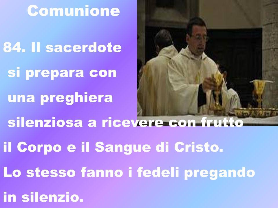 Comunione 84. Il sacerdote si prepara con una preghiera silenziosa a ricevere con frutto il Corpo e il Sangue di Cristo. Lo stesso fanno i fedeli preg