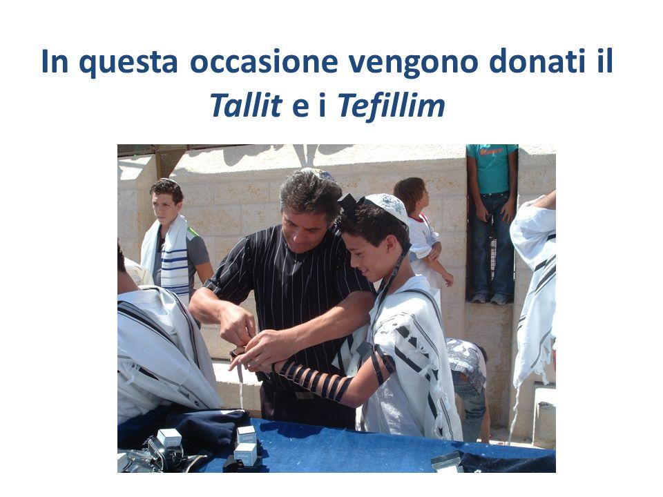 In questa occasione vengono donati il Tallit e i Tefillim