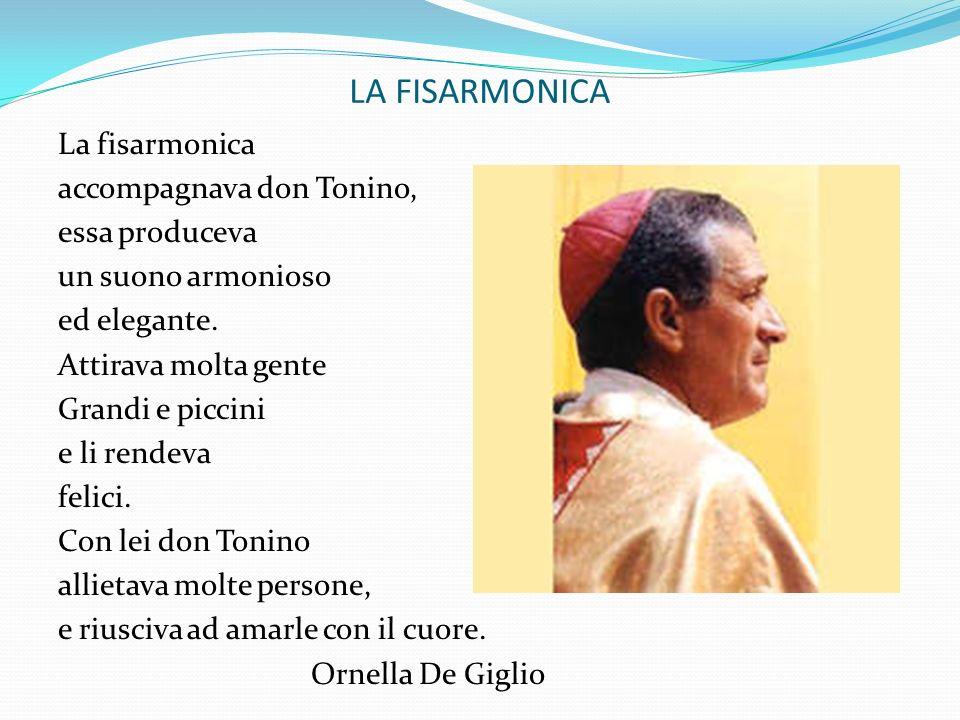 LA FISARMONICA La fisarmonica accompagnava don Tonino, essa produceva un suono armonioso ed elegante. Attirava molta gente Grandi e piccini e li rende