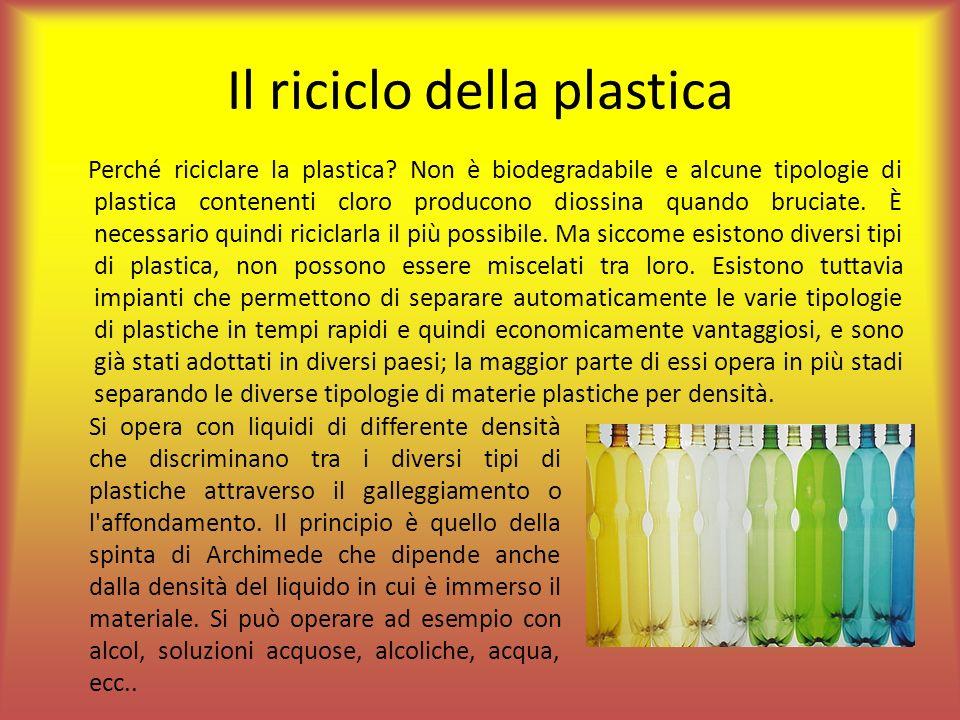 Il riciclo della plastica Perché riciclare la plastica? Non è biodegradabile e alcune tipologie di plastica contenenti cloro producono diossina quando
