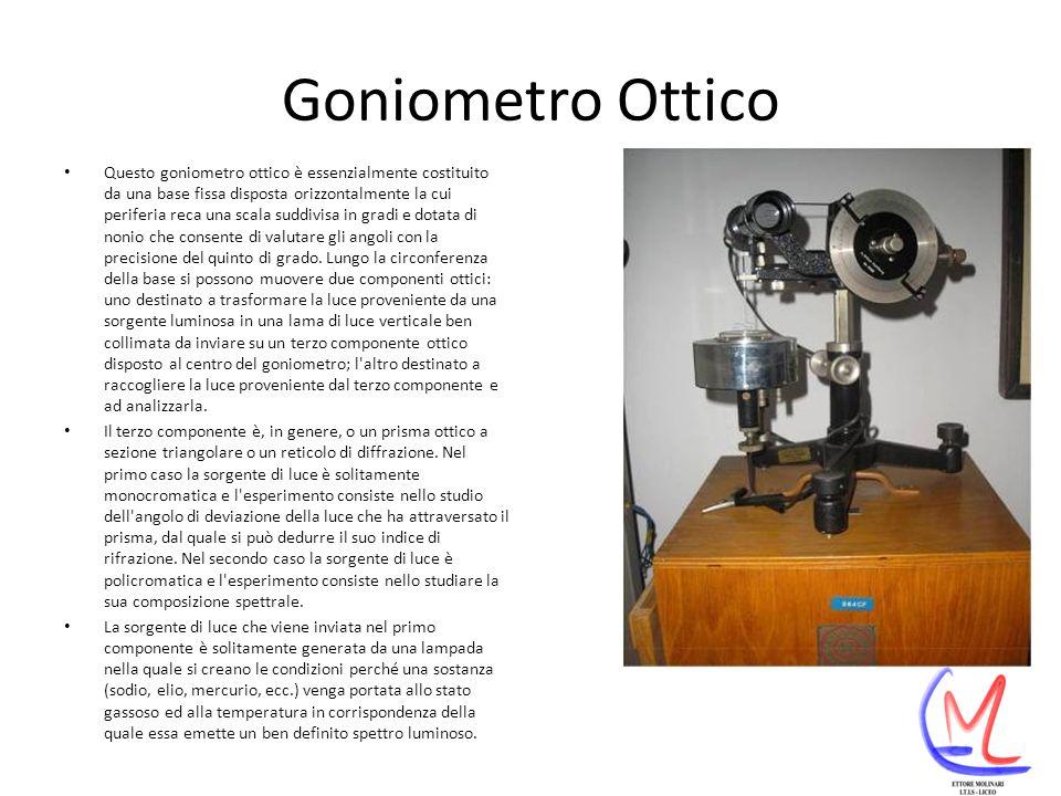 Goniometro Ottico Questo goniometro ottico è essenzialmente costituito da una base fissa disposta orizzontalmente la cui periferia reca una scala suddivisa in gradi e dotata di nonio che consente di valutare gli angoli con la precisione del quinto di grado.