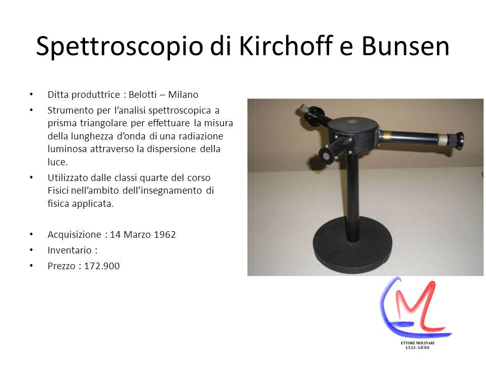 Spettroscopio di Kirchoff e Bunsen Ditta produttrice : Belotti – Milano Strumento per lanalisi spettroscopica a prisma triangolare per effettuare la misura della lunghezza donda di una radiazione luminosa attraverso la dispersione della luce.