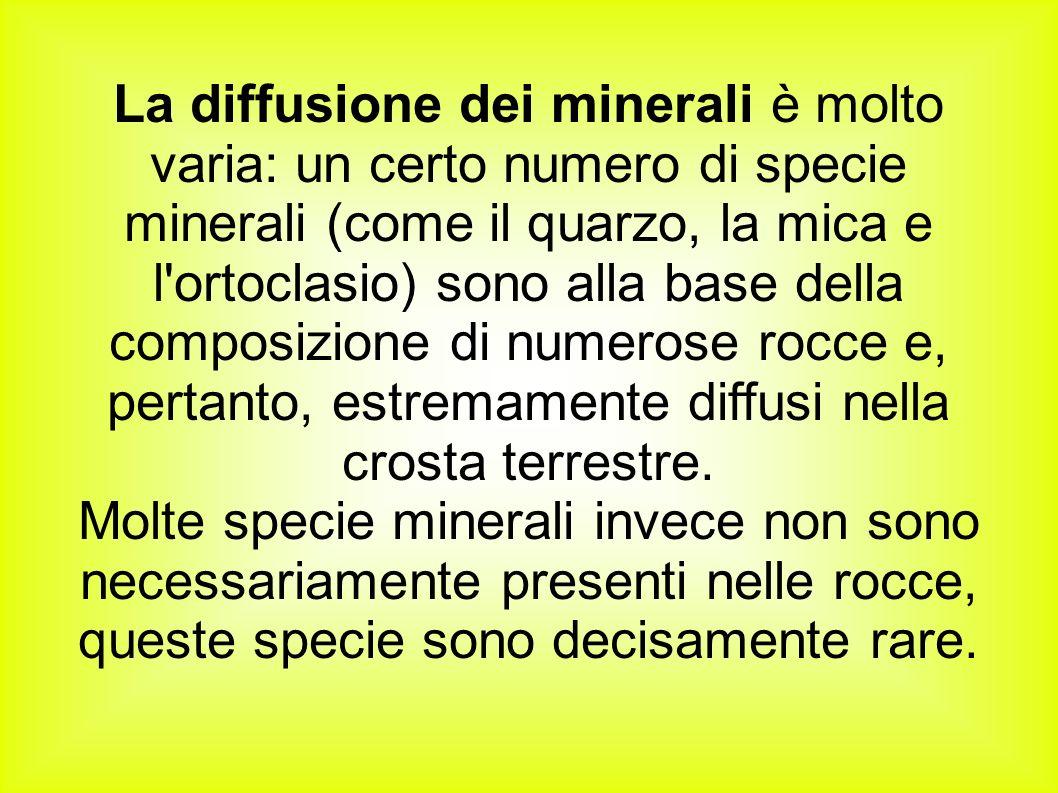 La diffusione dei minerali è molto varia: un certo numero di specie minerali (come il quarzo, la mica e l'ortoclasio) sono alla base della composizion