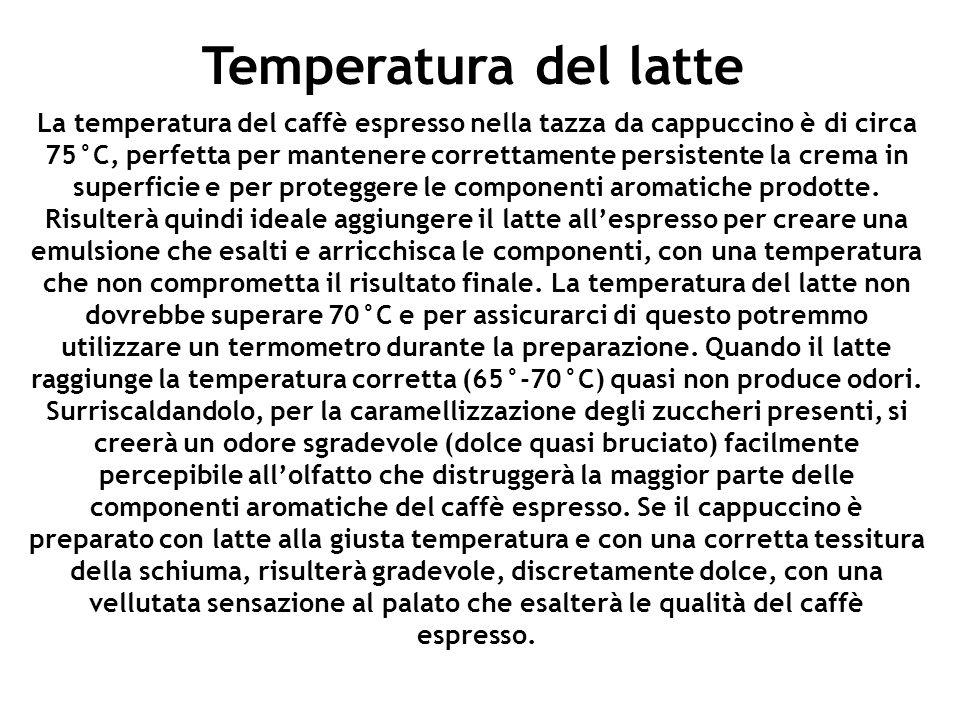La temperatura del caffè espresso nella tazza da cappuccino è di circa 75°C, perfetta per mantenere correttamente persistente la crema in superficie e