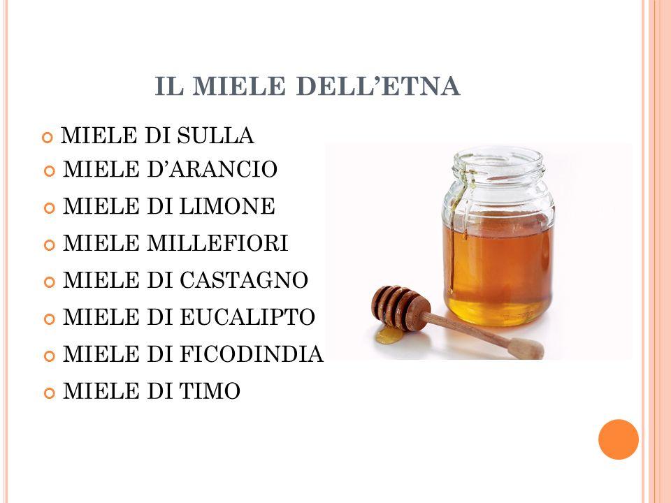 DECANTAZIONE Il miele dalla smelatrice viene trasportato in recipienti di acciaio per 15-30 giorni, dove il miele vero e proprio si separa in modo naturale dalla cera e da altre sostanze con un processo chiamato decantazione.