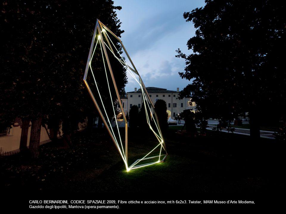 SPACE DRAWING 2005, acciaio inox e fibra ottica, h cm 260x150x300; Great Barrington USA, Sculpture in the public arena, Main Street.
