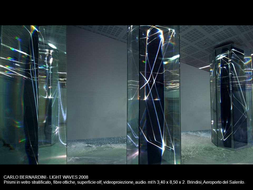 CARLO BERNARDINI - LIGHT WAVES 2008 Prismi in vetro stratificato, fibre ottiche, superficie olf, videoproiezione, audio. mt h 3,40 x 8,50 x 2. Brindis