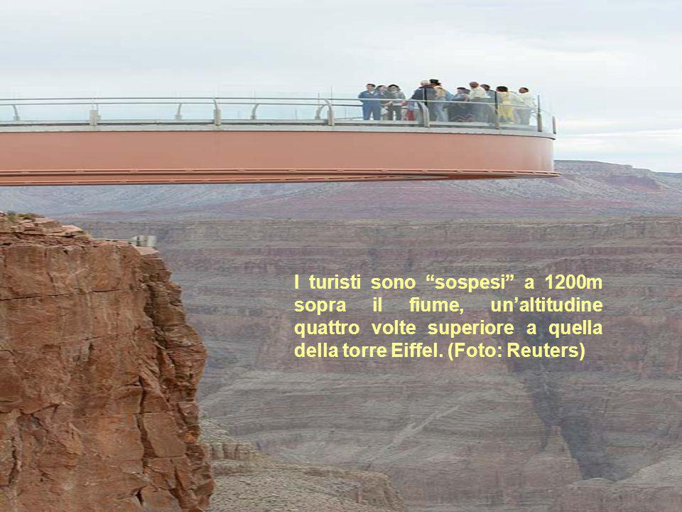 I turisti sono sospesi a 1200m sopra il fiume, unaltitudine quattro volte superiore a quella della torre Eiffel. (Foto: Reuters)