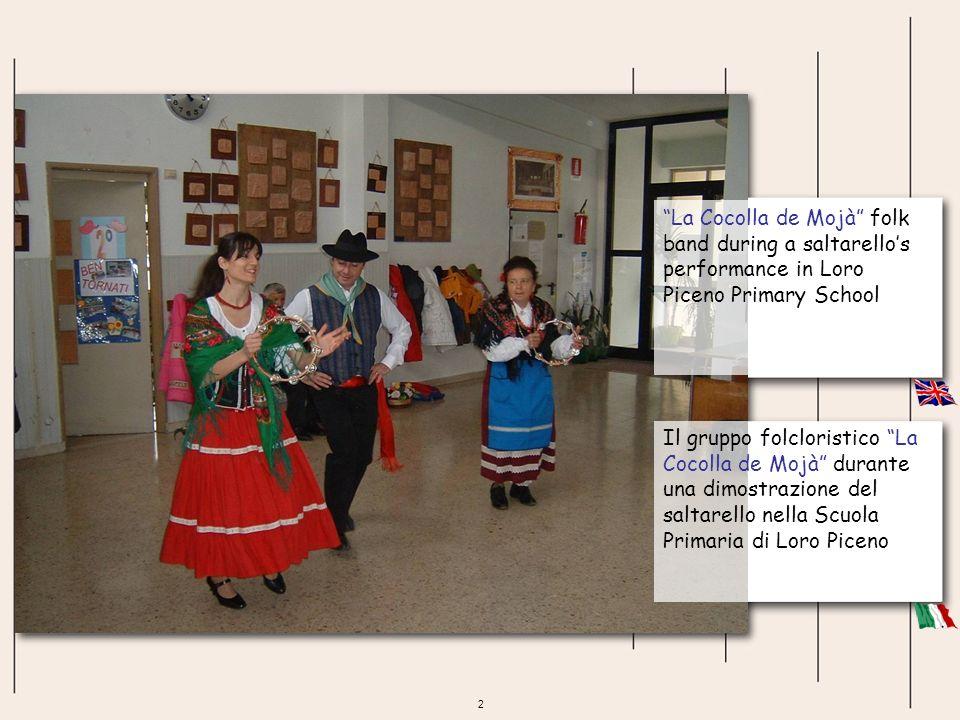 2 La Cocolla de Mojà folk band during a saltarellos performance in Loro Piceno Primary School Il gruppo folcloristico La Cocolla de Mojà durante una d