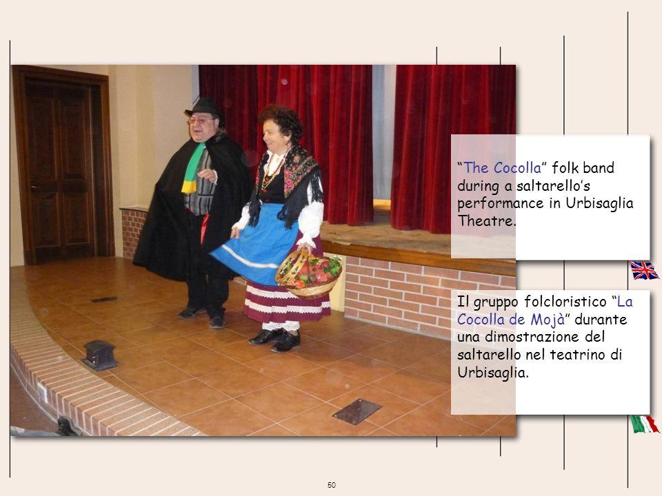 50 The Cocolla folk band during a saltarellos performance in Urbisaglia Theatre. Il gruppo folcloristico La Cocolla de Mojà durante una dimostrazione