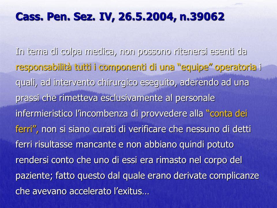 Cass. Pen. Sez. IV, 26.5.2004, n.39062 In tema di colpa medica, non possono ritenersi esenti da responsabilità tutti i componenti di una equipe operat