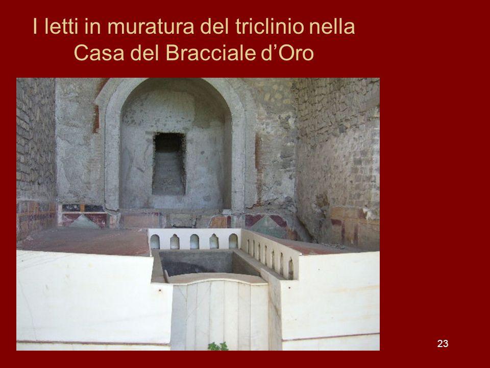 I letti in muratura del triclinio nella Casa del Bracciale dOro 23