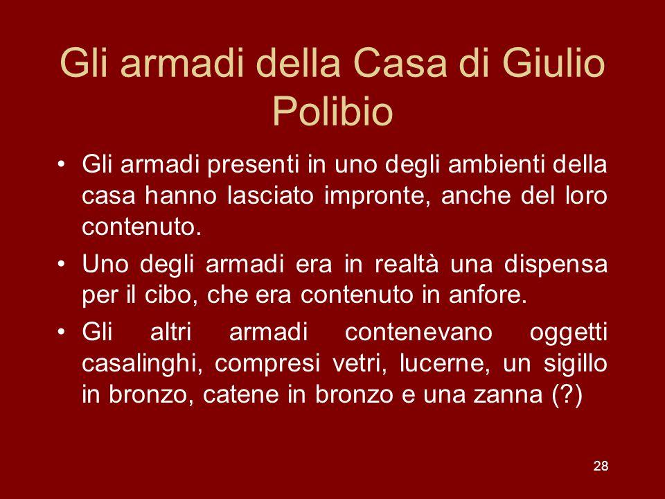28 Gli armadi della Casa di Giulio Polibio Gli armadi presenti in uno degli ambienti della casa hanno lasciato impronte, anche del loro contenuto. Uno
